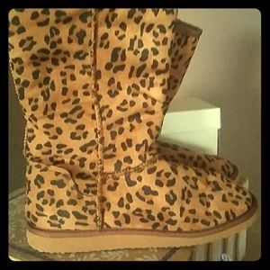 Winter boots, Cheetah design, SZ 10